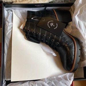 New Naturalizer Madalynn croc embossed boot Sz 10